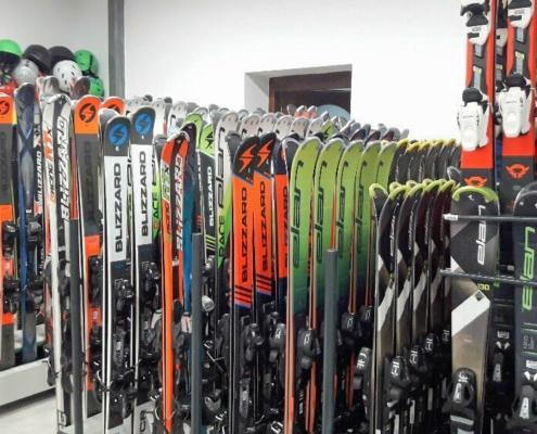 Jirsasport - půjčovna - lyže a snouboardy